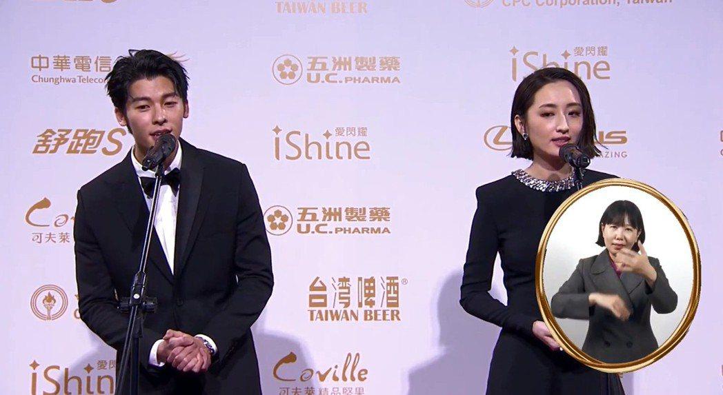 許光漢(左)與柯佳嬿合體走紅毯。圖/翻攝自金鐘獎YouTube