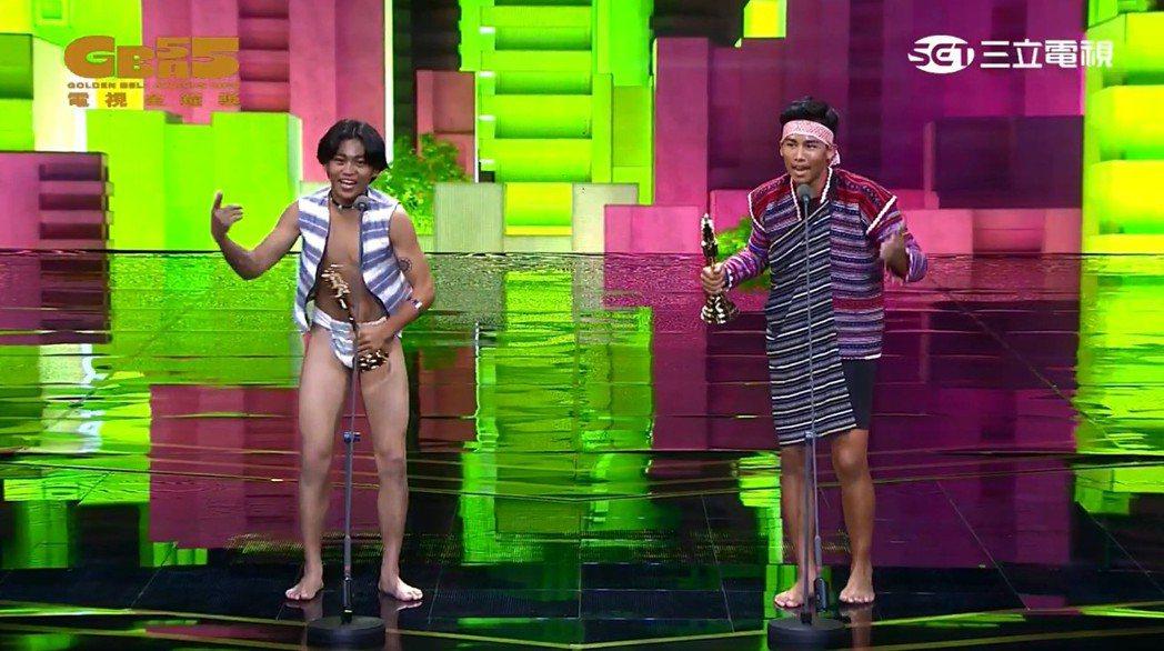 Buya陳宇(右)、Pagnoyod鍾家駿奪下第55屆金鐘獎兒童少年節目主持人獎...