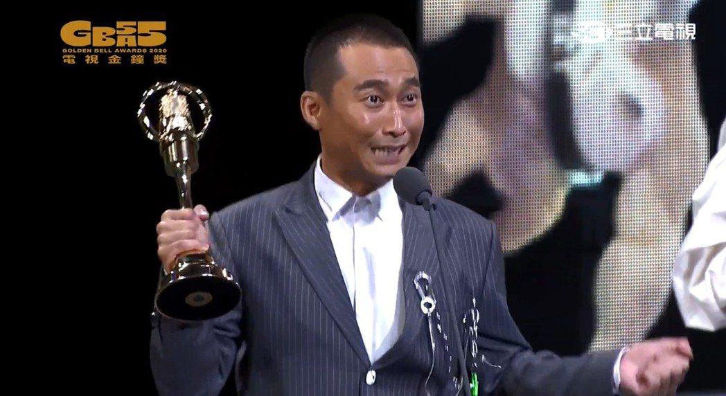 浩子除了感性感謝師父胡瓜教會他「綜藝」,同時也感謝家人並搞笑表示「阿嬤我得獎了你...