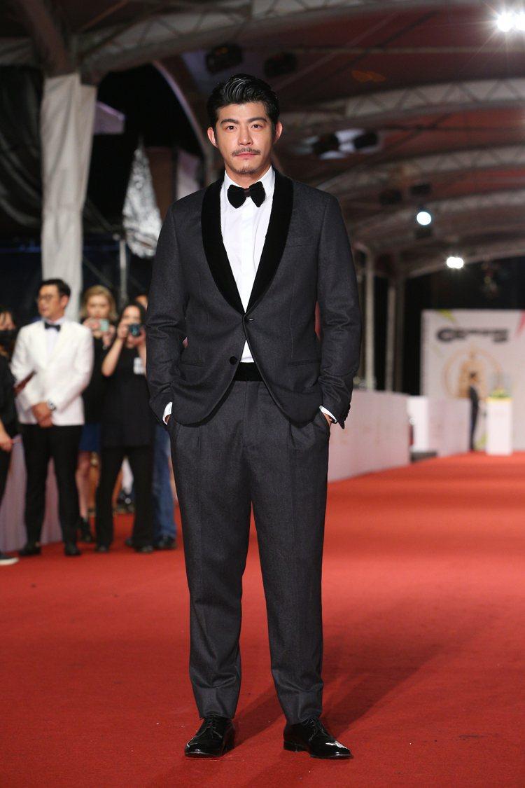王柏傑穿Giorgio Armani黑色西裝。記者余承翰/攝影