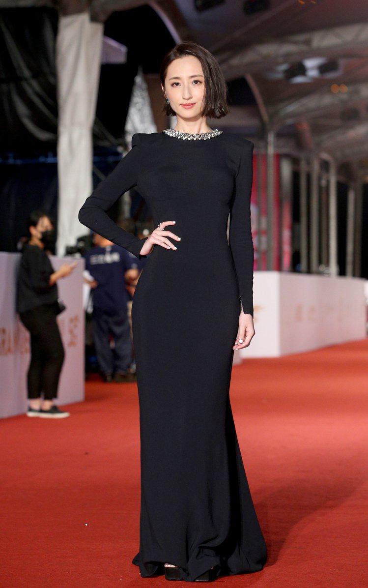 柯佳嬿穿Stella McCartney黑色禮服,配戴寶格麗珠寶。記者余承翰/攝...