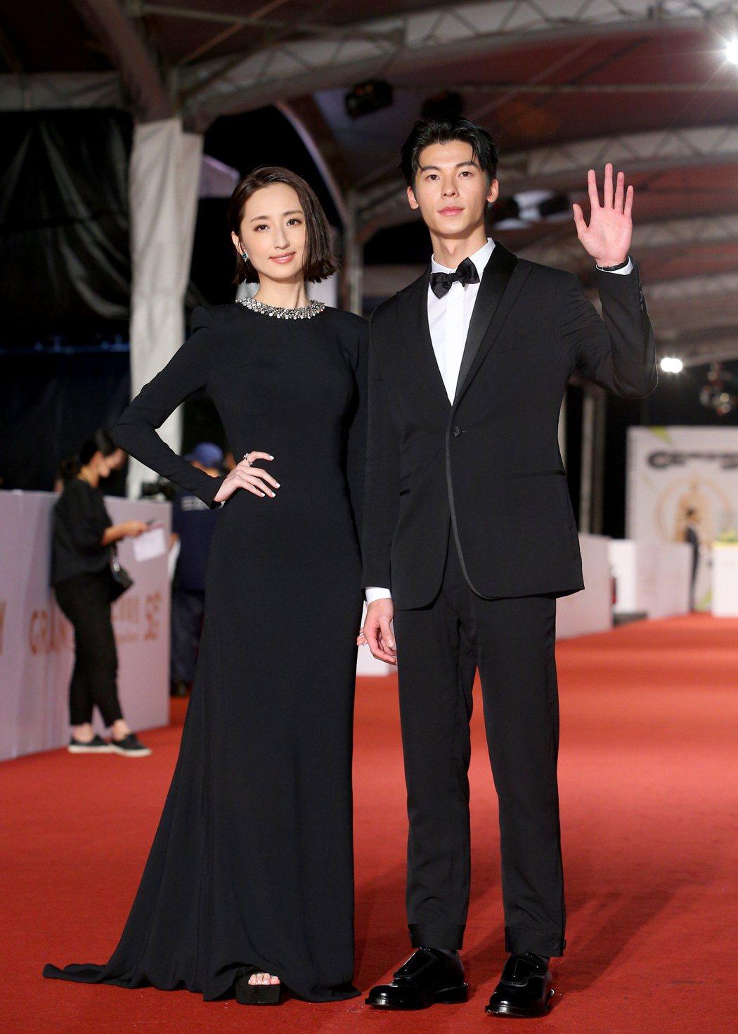 第55屆金鐘獎頒獎典禮在國父紀念館舉行,柯佳嬿(左)與許光漢(右)走星光大道。記...