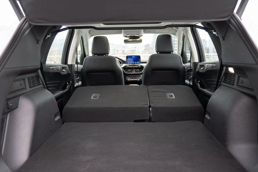 後行李箱空間更較前一代車型大幅增加。 圖/福特六和提供