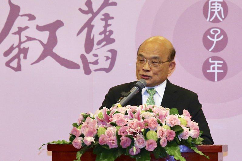 行政院長蘇貞昌表示,台灣是自由、民主的國家,有些人享受台灣的自由、民主,享受台灣的健保資源,身為公眾人物,還跑到對岸去唱不適當的歌,「國人自有公評」。記者林伯東/攝影