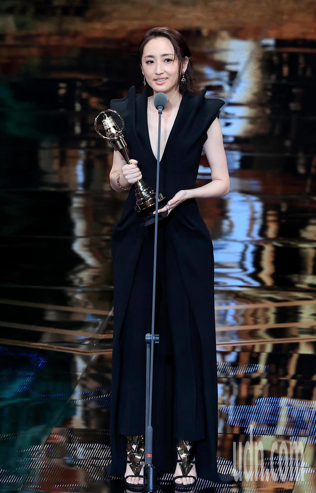 柯佳嬿以「想見你」獲得戲劇節目女主角獎。記者林伯東/攝影