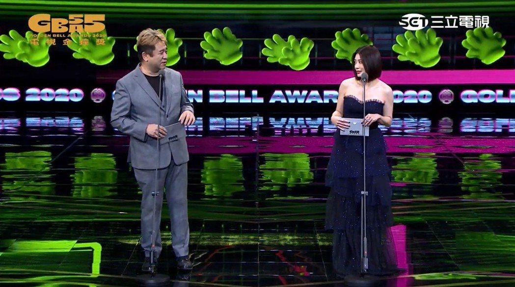 號稱「最萌導演」的瞿友寧與「最美女神」賈靜雯,一起頒發戲劇節目導演獎。圖/翻攝自...