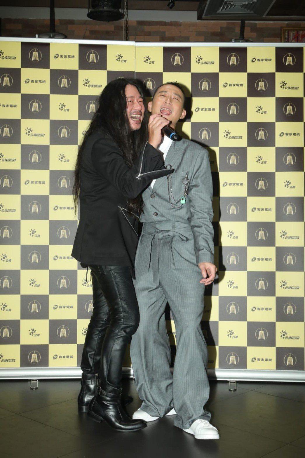 浩子和乱彈阿翔意外奪下這屆金鐘綜藝節目主持人獎。圖/公視提供