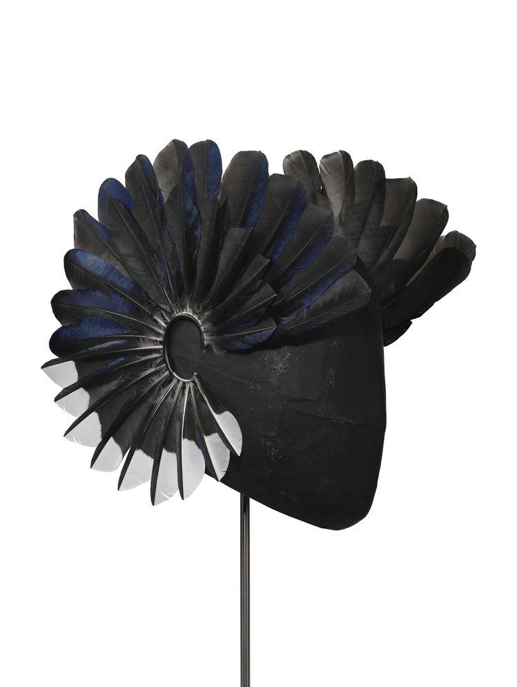 Feather earring羽毛耳墜,17,100美元。圖/富藝斯提供