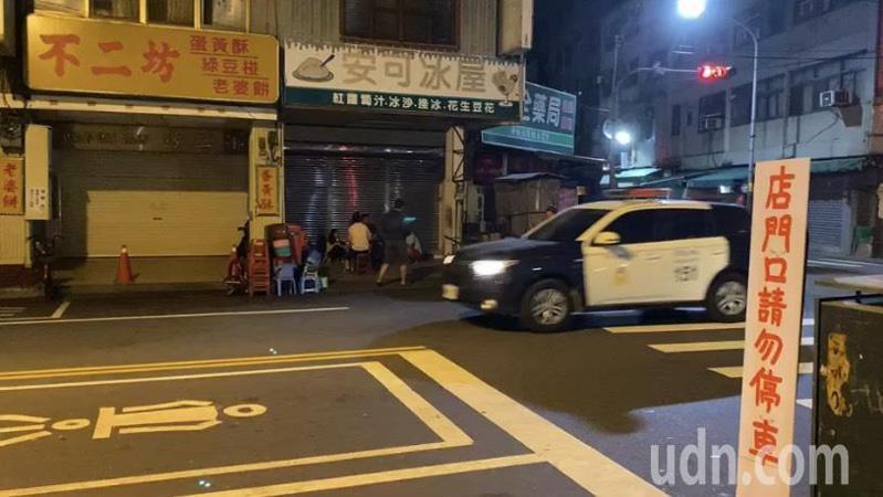 為防止不二坊蛋黃酥恢復現場排隊購買造成亂象,警方將嚴格執法,只要交通違規立即告發。記者劉明岩/攝影
