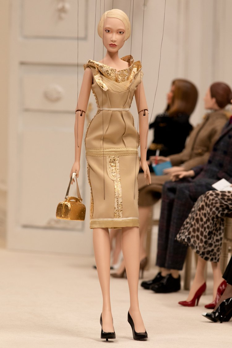 有趣的是,這次的木偶是按照Jeremy Scott欣賞的模特兒打造出來的,圖為朴...