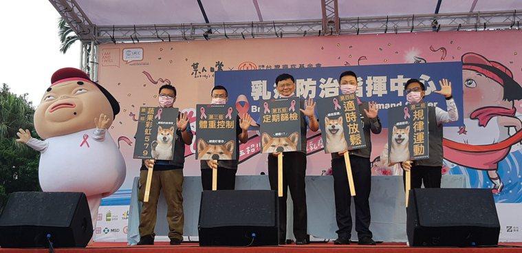 台灣癌症基金會今與廣受上班族歡迎的插畫家「某人日常」合作,舉辦第十屆「粉紅健走」...