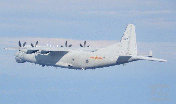 國防部19日公布中共運8反潛機等多種戰機上午侵擾台灣空域,部分還逾越海峽中線。圖/取自國防部官網