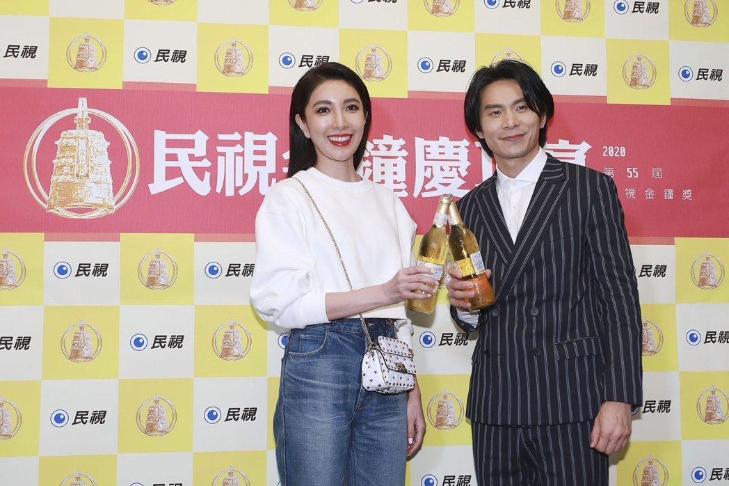 姚淳耀得到戲劇節目最佳男主角,最感謝導演以及對手楊謹華(左)。圖/民視提供(※提