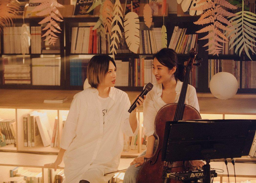 魏如萱(左)舉辦線上演唱會。圖/索尼音樂提供