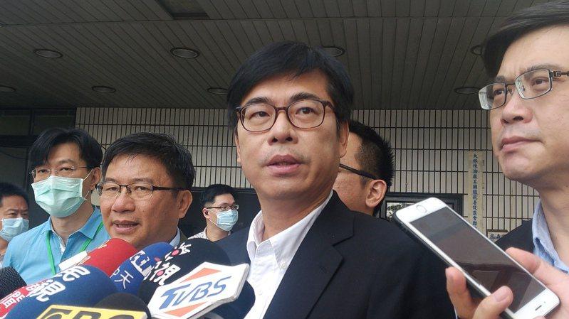 高雄市長陳其邁(中)和其他五都市長一齊發聲明,呼籲氣候及能源市長聯盟改正六都國籍名。記者蔡孟妤/攝影