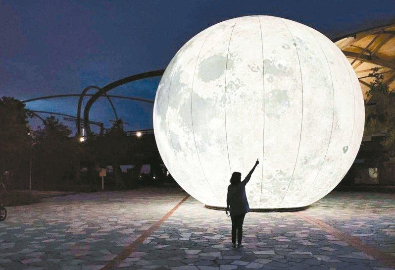 宜蘭冬山鄉「月亮什麼冬冬」,大圓月超吸睛。圖/冬山鄉公所提供