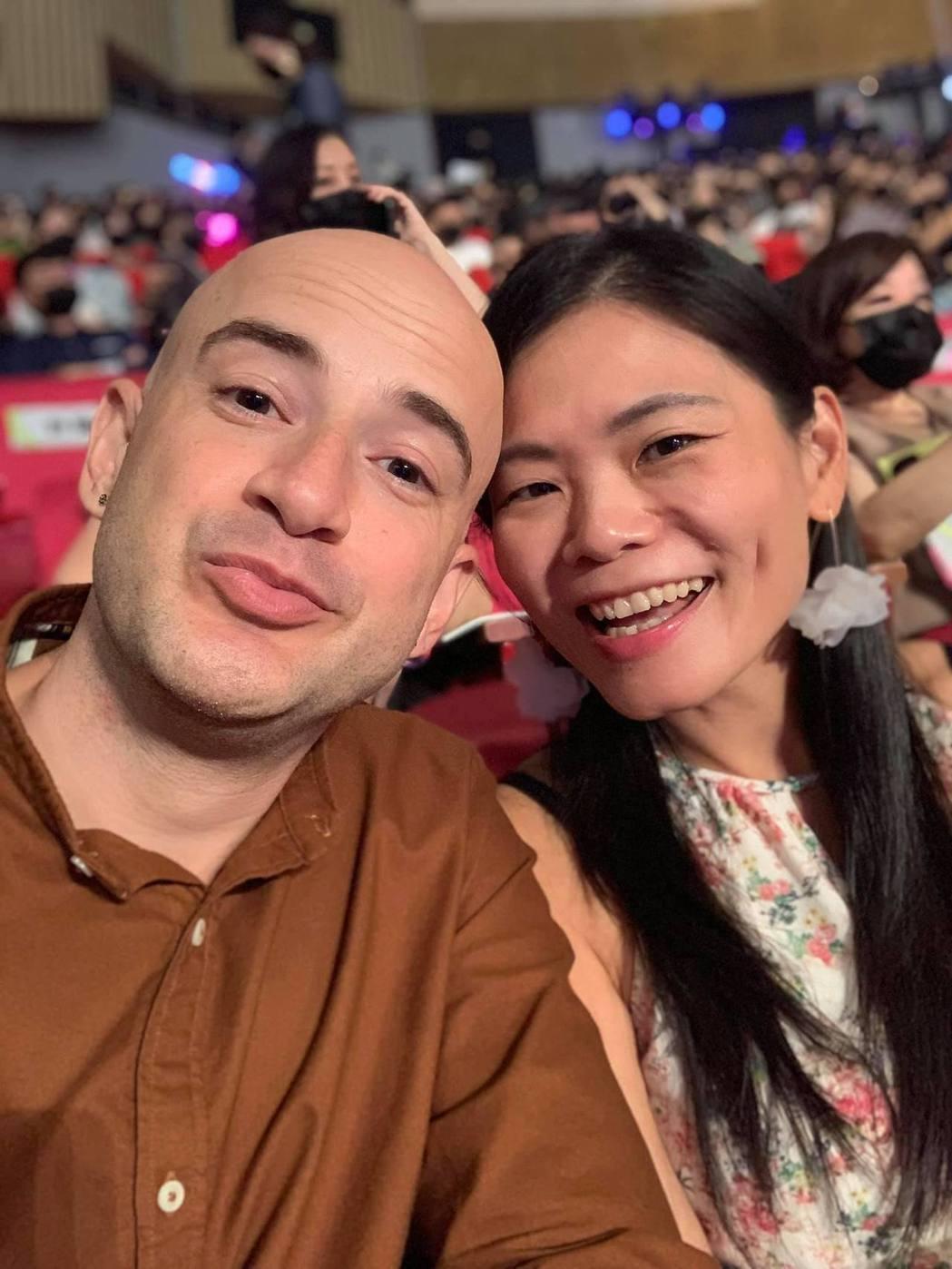 吳鳳擔任今年金鐘獎評審,帶著老婆一起出席頒獎典禮。 圖/擷自吳鳳臉書