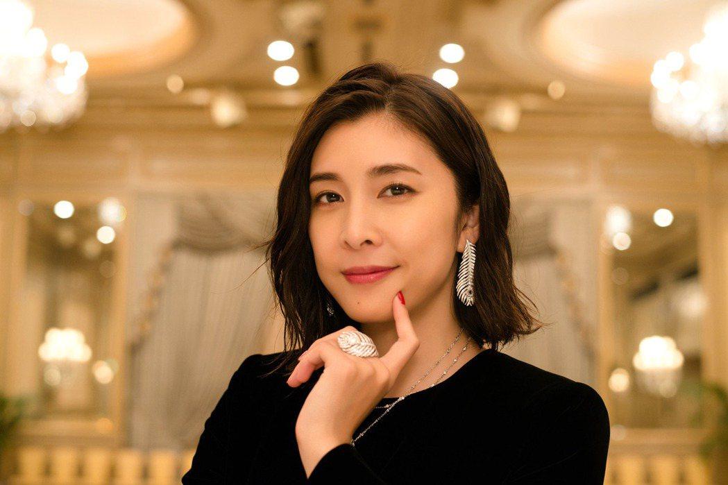 在日本泡沫崩潰後,,竹內結子的出現,填補了偶像劇時代的空缺。優異的演技與前輩們相...
