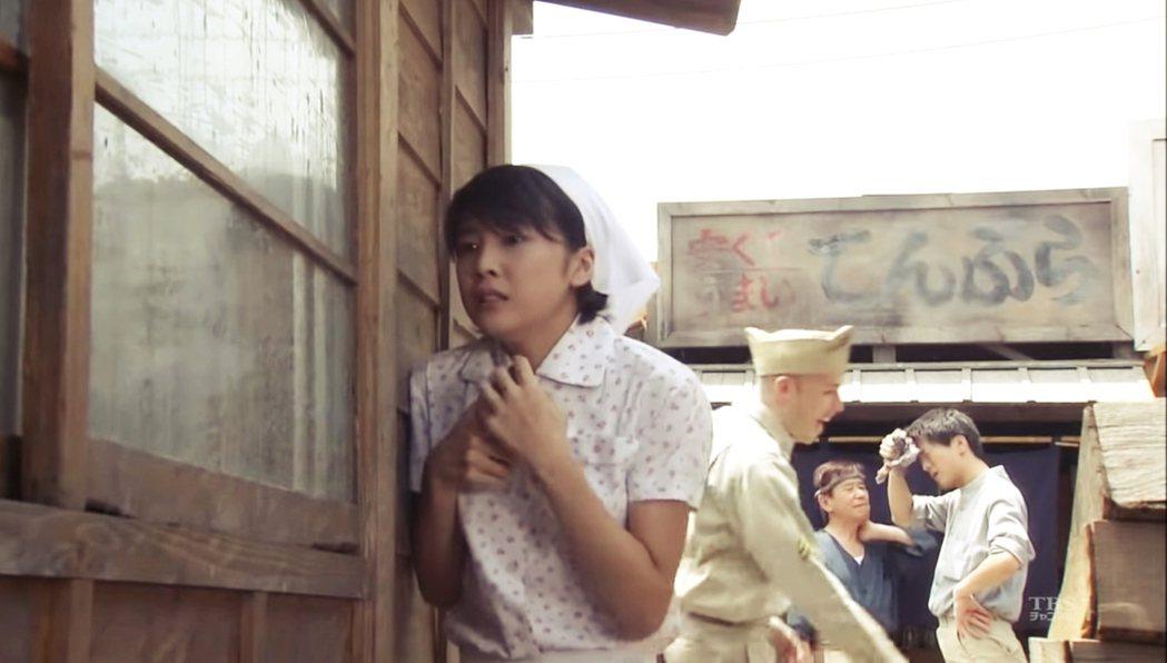 TBS在2000年推出的《百年物語》系列,當時20歲的竹內結子在系列作第二部的戰...