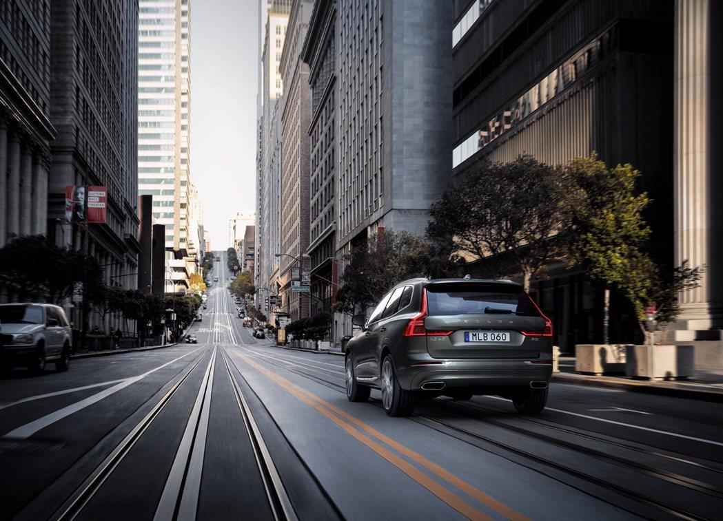 全新年式 Volvo XC60 由 B4 Momentum、B4 Momentu...