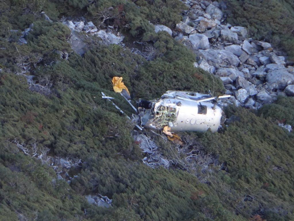 2013年,中興航空直升機為玉山氣象站運補時墜毀,造成機上三人喪生。 圖/嘉義縣消防局第三大隊提供