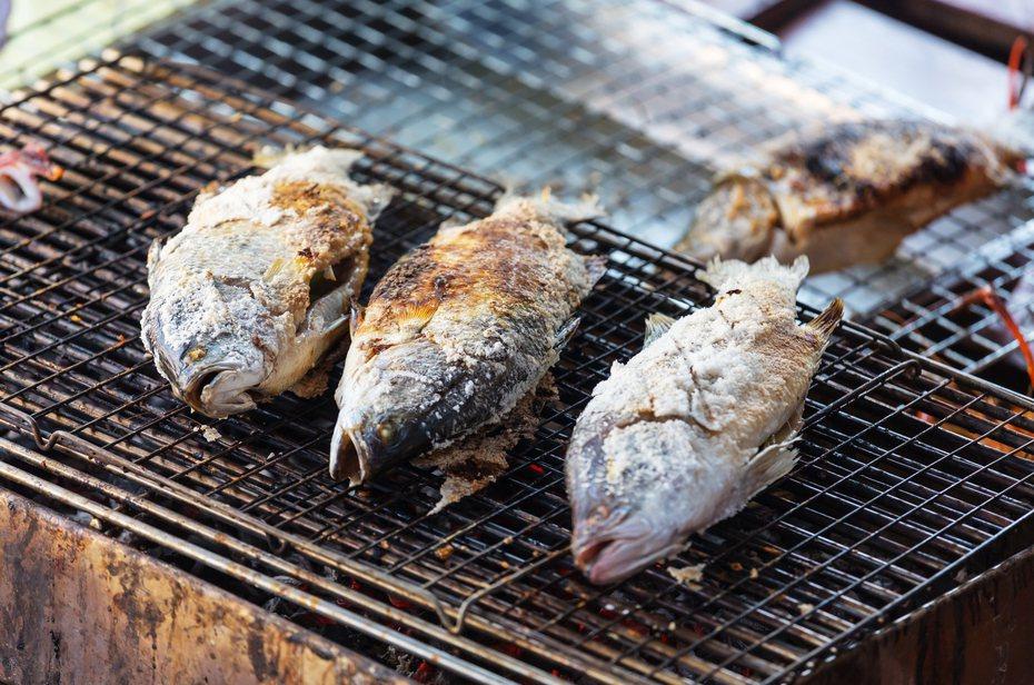 大口吃肉、大口喝酒當然十分爽快,但是吃太多肉的下場往往就是嚴重的消化不良。圖/i...