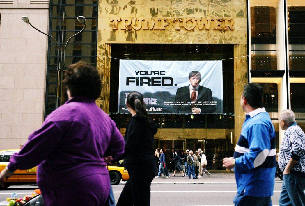 圖為2004年川普大廈出現《誰是接班人》的廣告。 圖/美聯社