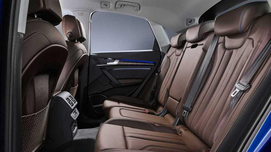 後座可選配前後滑移與椅背角度調整功能。 摘自Audi