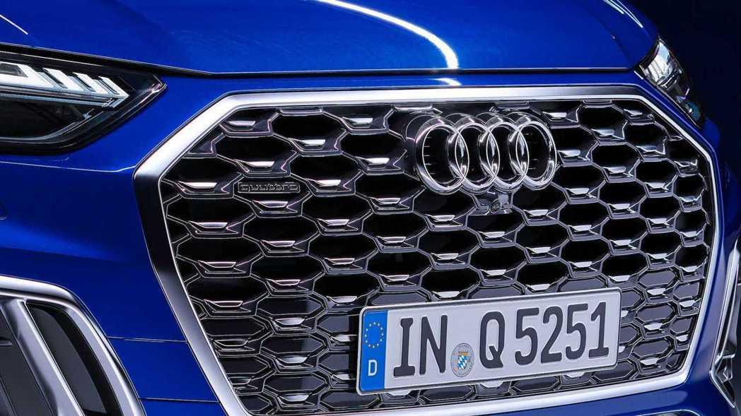 Singleframe八角型蜂巢水箱護罩用鍍鉻邊框妝點。 摘自Audi