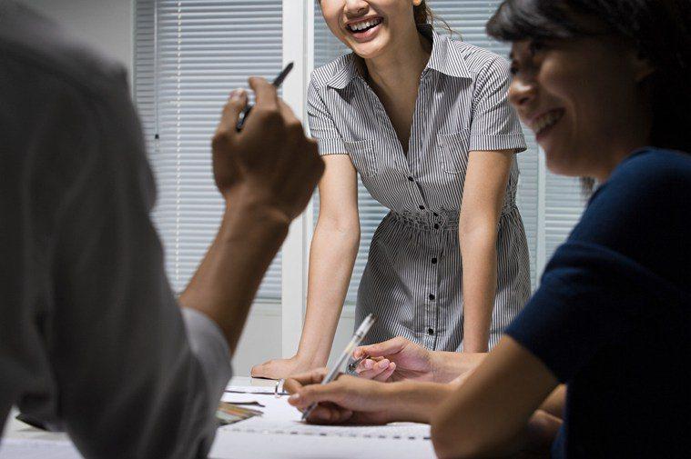 所謂同事一場,就是一同共事,一起完成一個人無法完成的事情。圖/ingimage