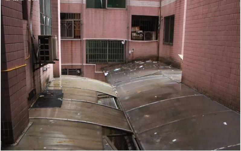 中國廣州一住宅大樓天天被潑糞,竟找不到潑糞人,住戶怨聲連連。 圖擷取自/《看看新聞》