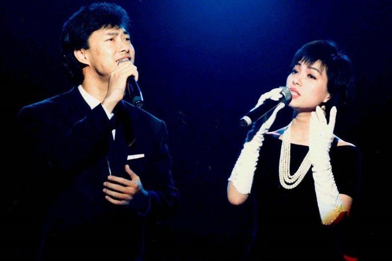 80年代開始,校園歌曲與流行歌曲的界限愈來愈模糊。圖為蔡琴和費玉清,攝於1988年。 圖/聯合報系資料照