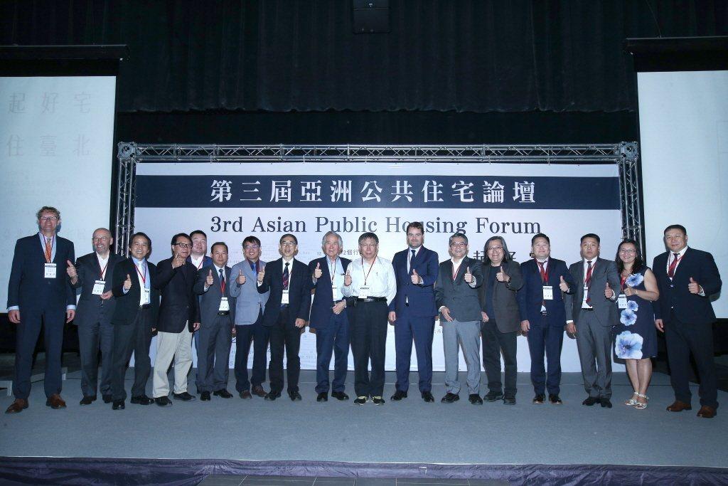 2018年10月,台北市主辦第三屆亞洲公共住宅論壇,同時也展示38個在台北進行中的社會住宅專案。 圖/聯合報系資料照