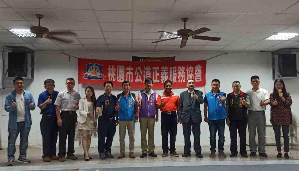 公道正義服務協會舉辦「從中秋團圓談台灣慢慢失去的倫理道德」與會貴賓合影。 協會/...