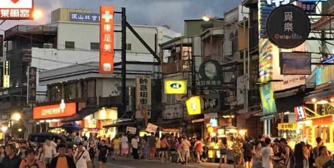 行政院長蘇貞昌指示,支持交通部觀光局安心旅遊補助續辦到10月底。記者潘欣中/攝影