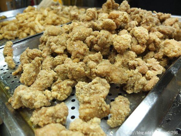 「雞肉來一份」基本上算是我來到鹹酥雞攤必說的一句話了,尤其我特愛「旗山阿婆雞排」的炸雞肉