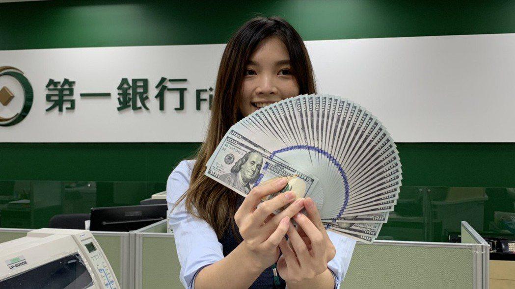 新台幣今早以29.290元價位開盤,之後升值幅度逾1角。 記者仝澤蓉/攝影