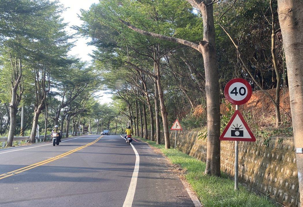 彰化縣政府決定將大彰路交通事故最頻繁的台74線路口至瑩光橋路段,速限由50公里調...