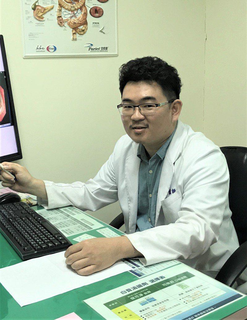 烏日林新醫院大腸直腸外科醫師邱騰逸指出,婦人先接受放射線治療讓腫瘤縮小,再進行「腹腔鏡直腸腫瘤切除術」目前術後恢復良好。圖/烏日林新醫院提供