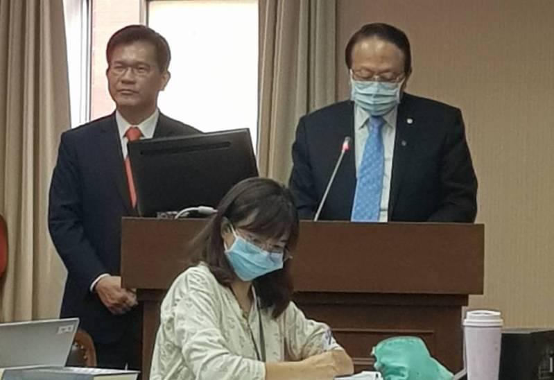交通部長林佳龍(左)與台灣高鐵董事長江耀宗(右)。記者彭宣雅/攝影
