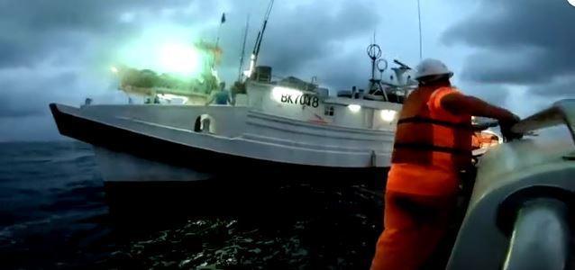 日本公務船擦撞釣魚台台灣漁船,基隆艦馳援影片曝光。記者廖炳棋/翻攝