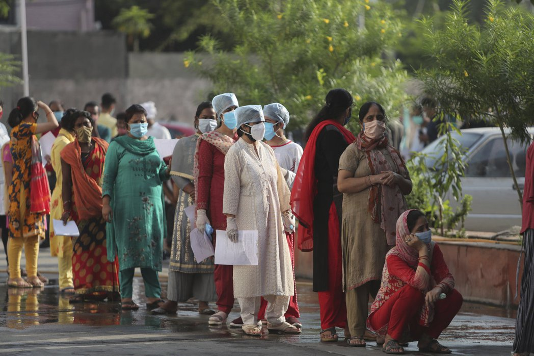 印度新冠肺炎確診人數突破600萬人。美聯社