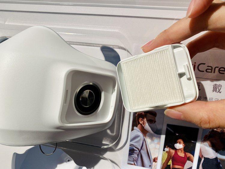 LG PuriCare口罩型空氣清淨機內建超薄變頻馬達,搭配可替換式高效HEPA...