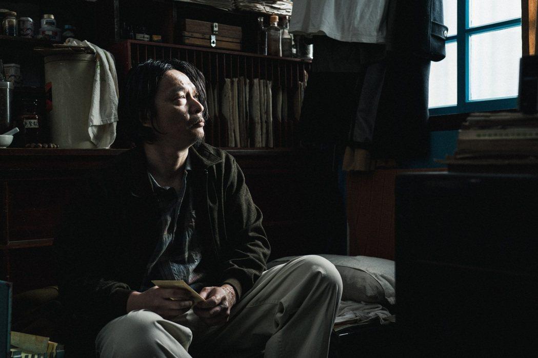 吳昆達在「返校」影集中飾演歷經15年牢獄之災的魏仲廷。圖/公視提供