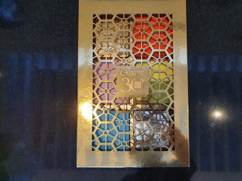 晶華國際酒店賞月寶島名物桃山月餅禮盒六入量測比值1.05、包裝層數四層,違反規定(禮盒外觀)。 圖/北市環保局提供