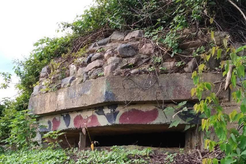 位於屏東縣春日鄉的日軍要塞遺跡「石頭營」,遭到光電開發廠商施工破壞。圖為石頭營要塞的機槍堡原貌。 圖/林炫耀提供