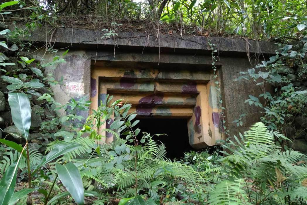 屏東縣政府文化處曾公開宣示將振興「軍事觀光」,石頭營要塞就是其中要角之一。圖為石頭營要塞的砲陣地。 圖/林炫耀提供
