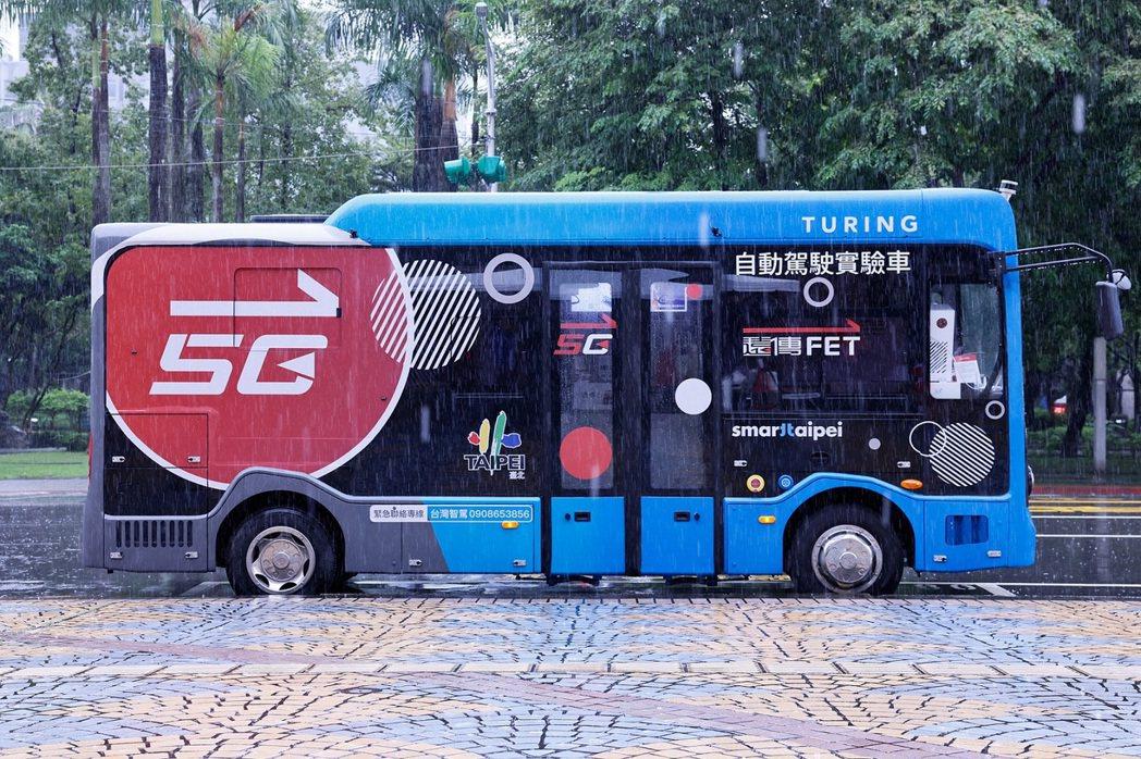 台北市信義路5G自駕巴士即日起開放線上預約試乘,提供民眾體驗5G時代的劃時代大眾...