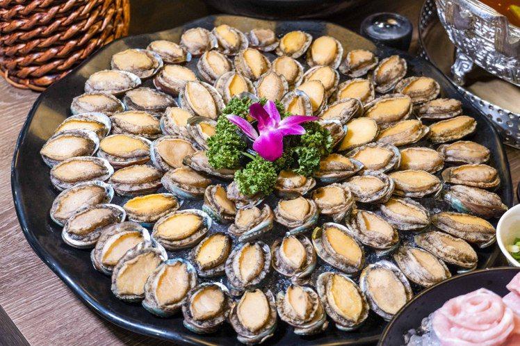 10月壽星4人同行,滿額即享「壽星幾歲送幾隻九孔鮑魚」。圖/問鼎提供