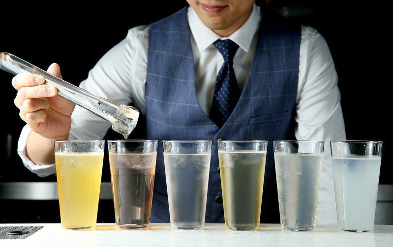 低酒精,加入果汁或特調的Ready to Drink,是下班後的微醺之選。記者/余承翰攝影